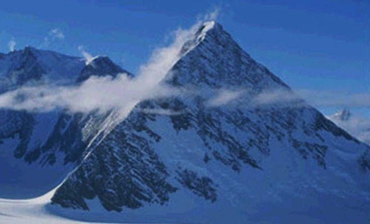 Civilización Oculta en la Antártida: entre bases subterráneas, OVNIs y Pirámides