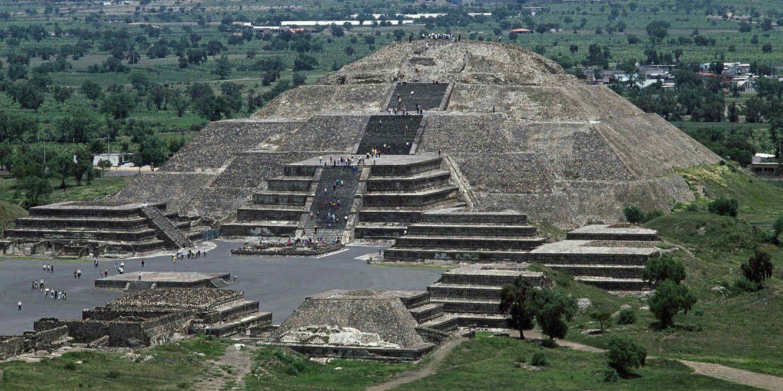 Misterio revelado: pasaje secreto al Inframundo bajo la Pirámide de la Luna en Teotihuacán