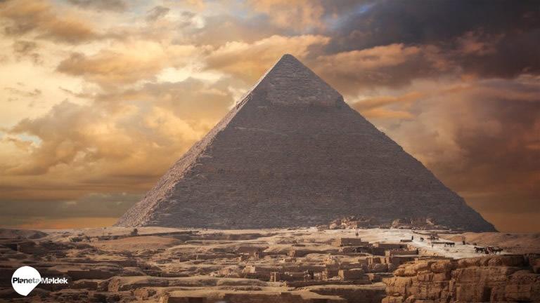 Pirámides de Giza en Egipto concentran energía dentro de sus cámaras, descubren científicos