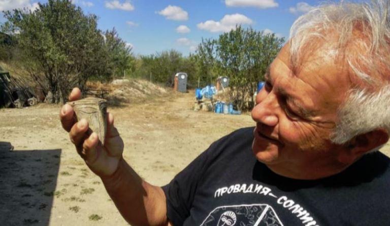 ¿El retrato de un alienígena? Arqueólogos hallan en Bulgaria una máscara inusual