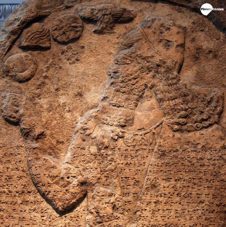 Hallan un Obelisco Negro de 2.800 años y confirma un antiguo relato
