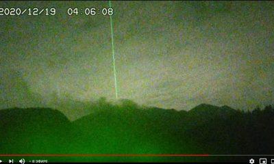 """Extraño """"rayo de energía"""" sobre volcán Sakurajima reaparece luego de 5 años"""
