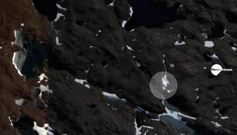 Un enorme OVNI es hallado en la Antártida