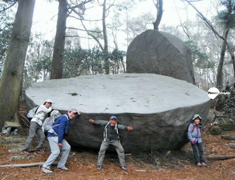 Piedra antigua cortada, Japón