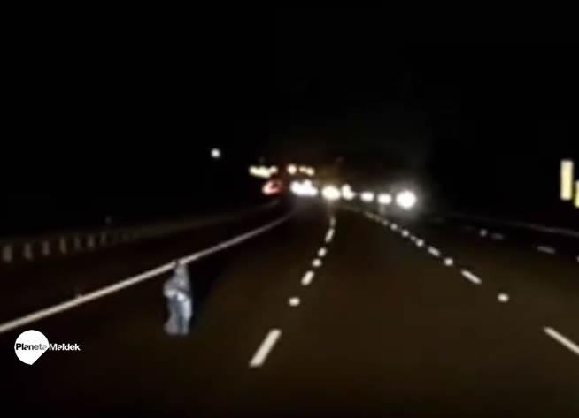 """Una extraña """"entidad"""" fue captada en una autopista de Australia"""