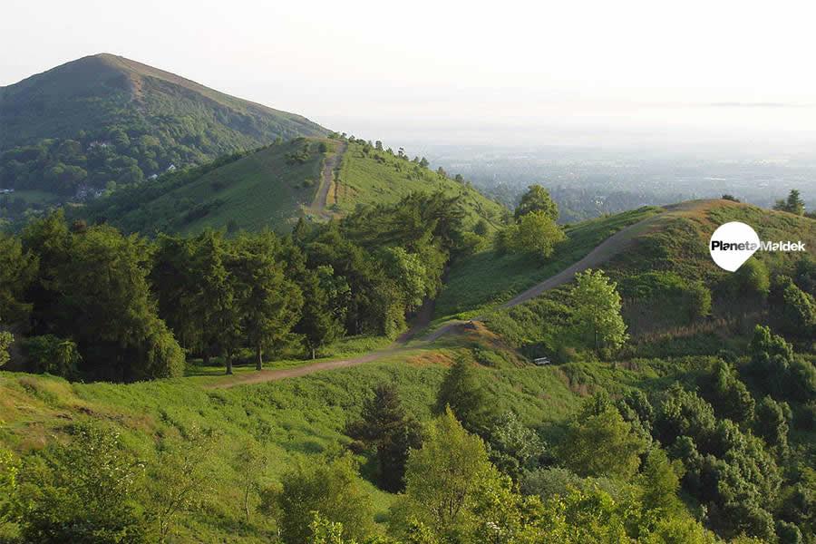 Las colinas de Malvern en Inglaterra, que primero inspiraron a Alfred Watkins a formular hipótesis sobre las líneas ley.