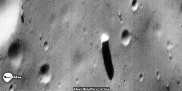 Monolito en Fobos, luna de Marte