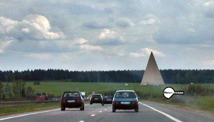 Una de las pirámides construidas en Rusia