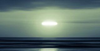 OVNI a altísima velocidad se dispara hacia el océano en Florida, EE. UU.